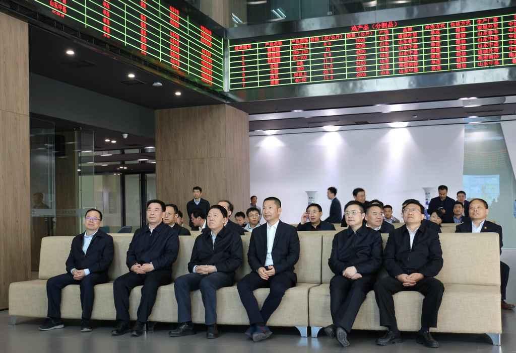 中国农业发展银行党委书记、董事长解学智到东亚畜牧交易所调研